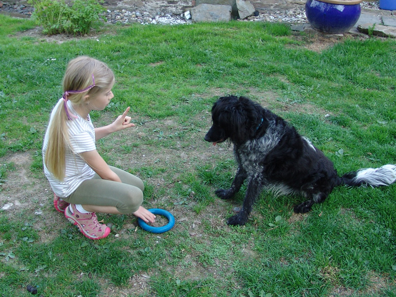 alisa-spielt-mit-timmy